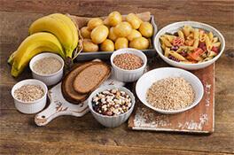 Por qué es importante consumir carbohidratos?